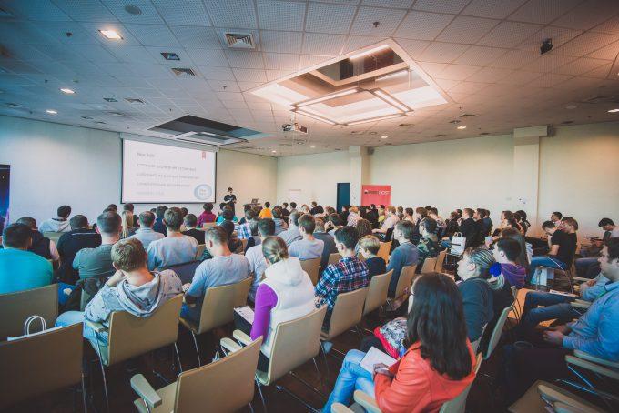 Спікер Андрій Савченко на минулій WordPress конференції в Києві